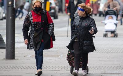專家說: 透明防護面罩的效果比口罩好