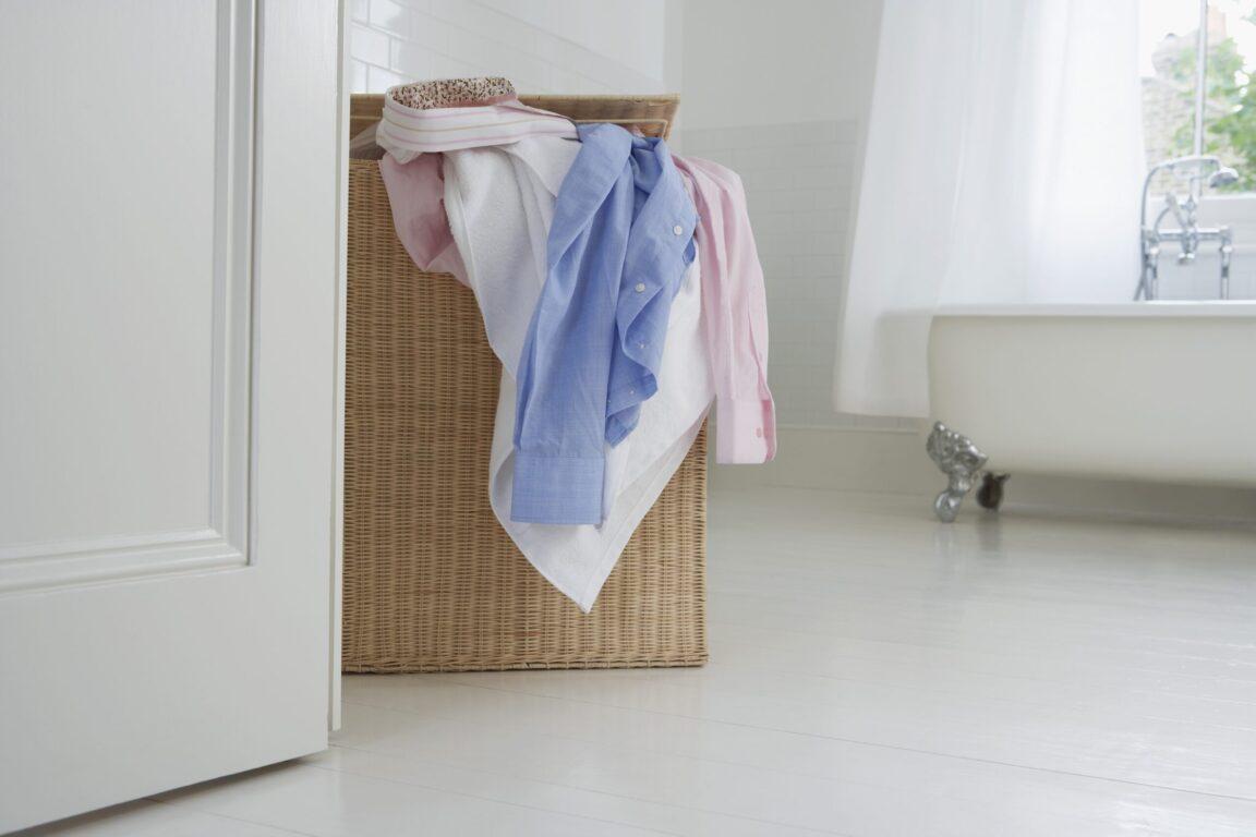 外出回家後應立刻换掉身上的衣物嗎?如何把可能沾染病菌的衣物清洗乾净?